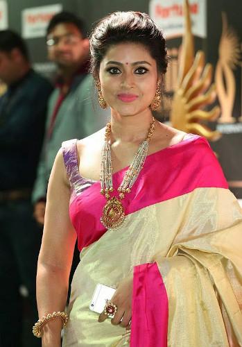actress profile pics dp for whatsapp facebook