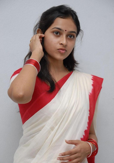 girls in saree profile pictures for whatsapp facebook