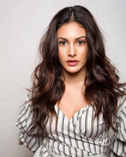 amyra dastur profile pictures