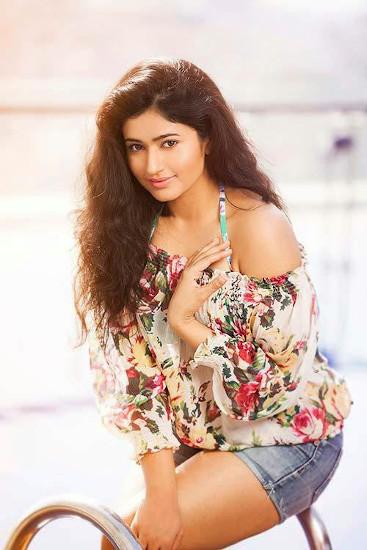 poonam bajwa  profile pictures